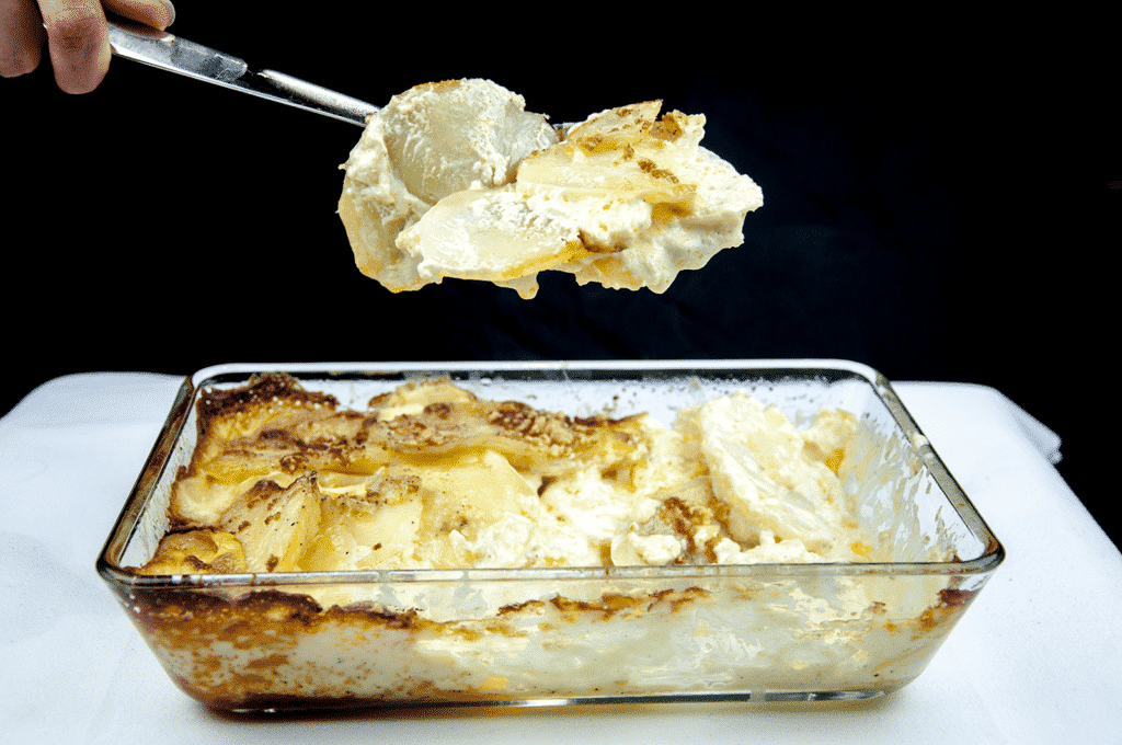 Ever wondered how to make Cheesy Dauphinoise Potatoes? Or Gratin Dauphinoise as the French say!! :) Well, with only 4 ingredients this is a fantastic, simple and tasty potato side dish great to accompany any meat. Yum! | theyumyumclub