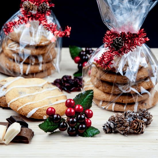 Struggling for a Secret Santa gift? Don't worry. I have it all sorted with these wonderful & easy Secret Santa Christmas Cookies. Easy to make & a great gift. | theyumyumclub.com