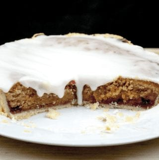 Have a savoury palate but still love puddings? Try this alternative to traditional marzipan Bakewell tart. The great taste of peanut butter, in a tart! Yum!   theyumyumclub.com
