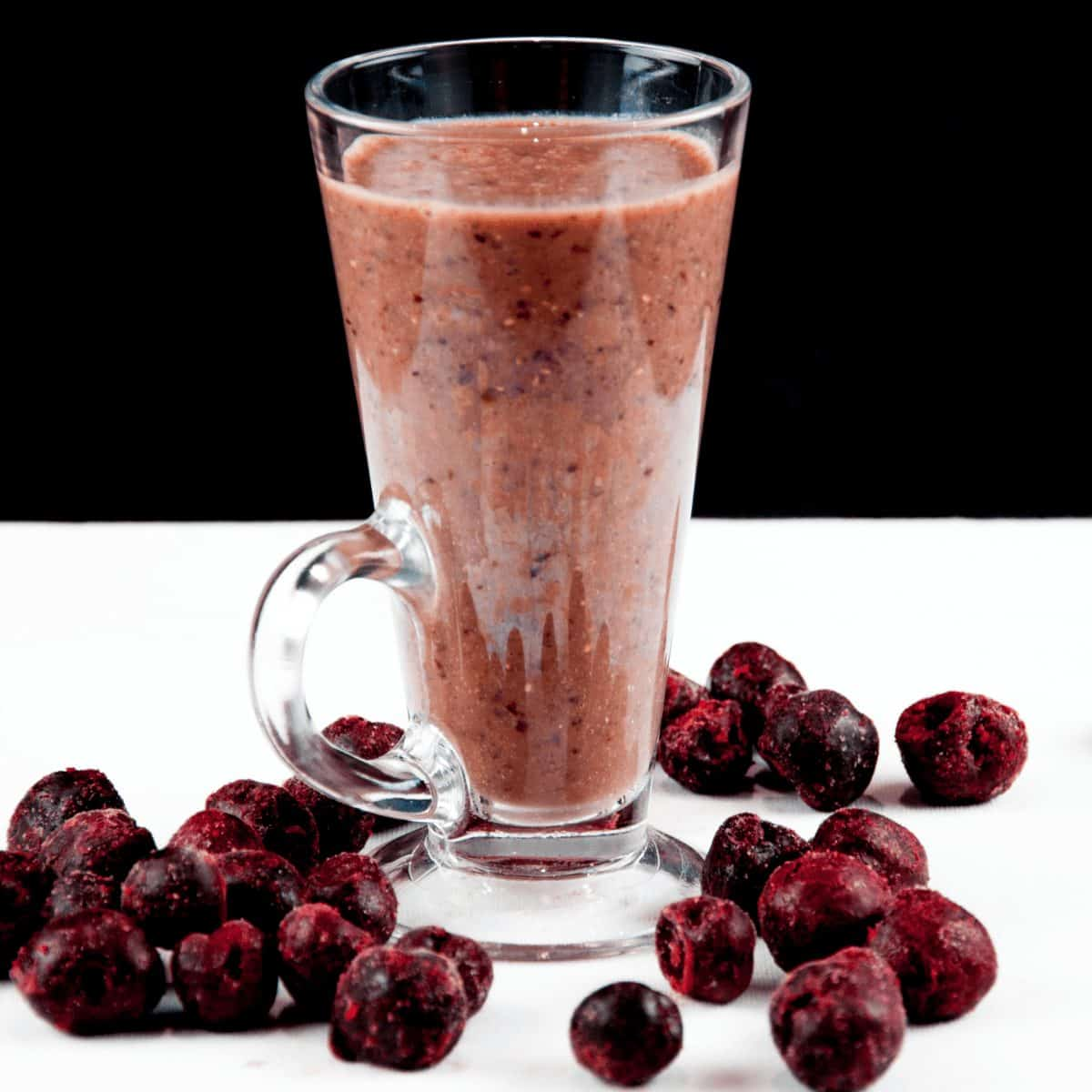 Cherry and chia seed smoothie. Made with almond milk. You can't get much healthier. Start the day the detox way. Try this and many other wonderful smoothies. | theyumyumclub.com