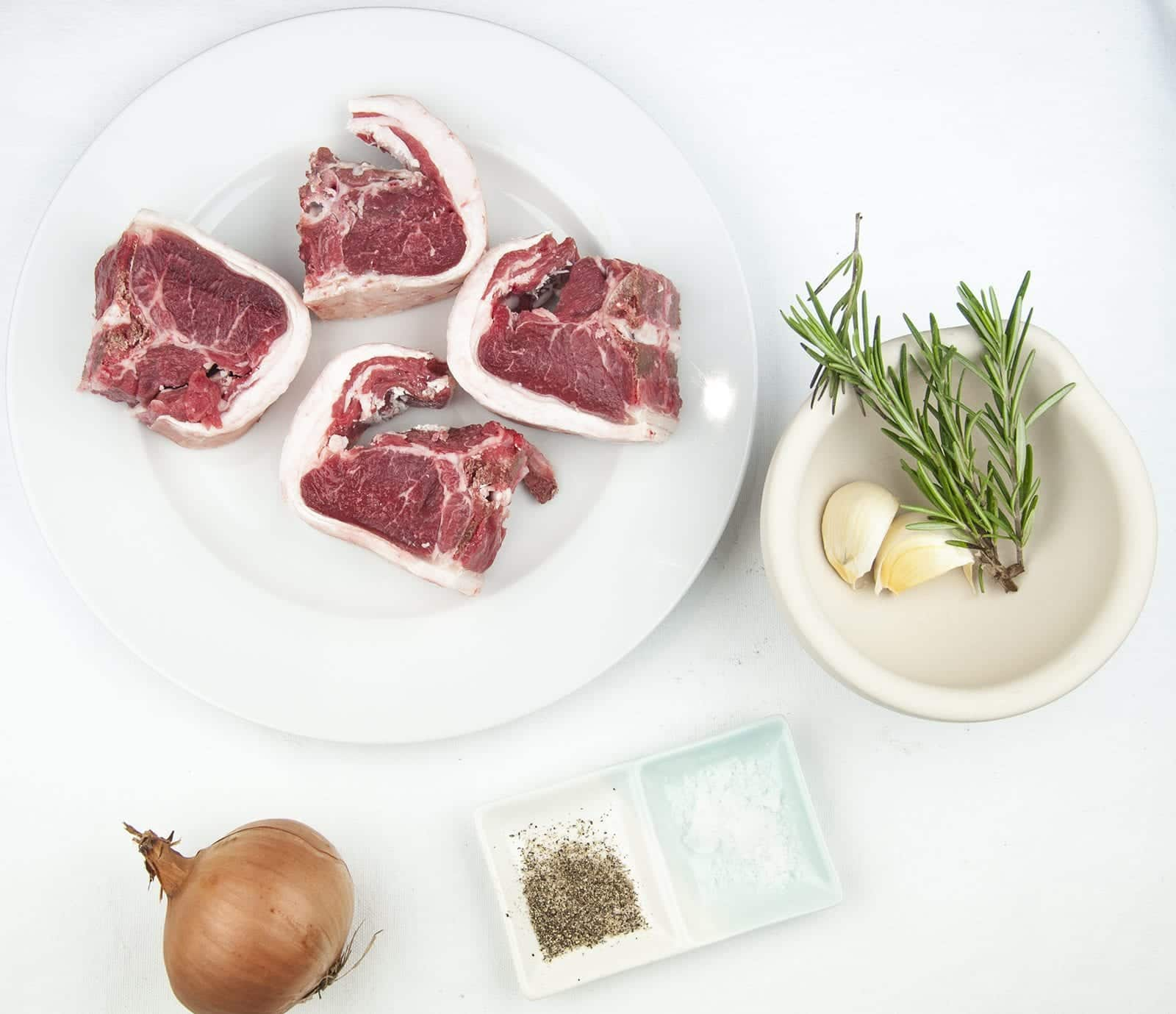 Look at these wonderfully succulent slow roasted lamb chops. Mouth-watering lamb cooked with garlic and rosemary. A midweek extravagance but why not eh? Go on, treat yourself. Yum! | theyumyumclub.com