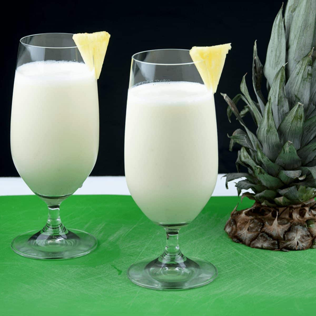 Start your day with the perfect pineapple smoothie. Just 3 ingredients! Pineapple, vanilla yoghurt, and ice. Simple. Zero fat and only 274 calories! Yum!! theyumyumclub.com