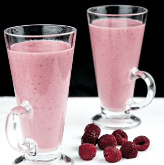 https://theyumyumclub.com/2019/01/03/green-tea-raspberry-banana-smoothie/