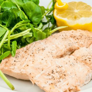 Steamed salmon in white wine. A touch of dill too. A wonderfully healthy recipe and great for lunch or dinner. 10 minutes cooking and you're done. Yum! | theyumyumclub.com