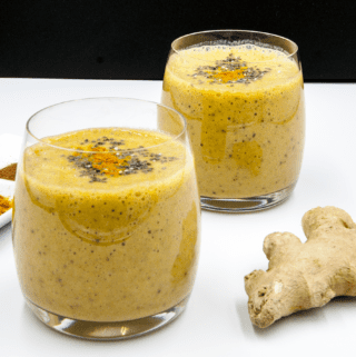 This really is the ultimate detox smoothie. A great base of banana and almond milk. Then, the magic... Fresh ginger, turmeric and chia seeds. Wow!! | theyumyumclub.com