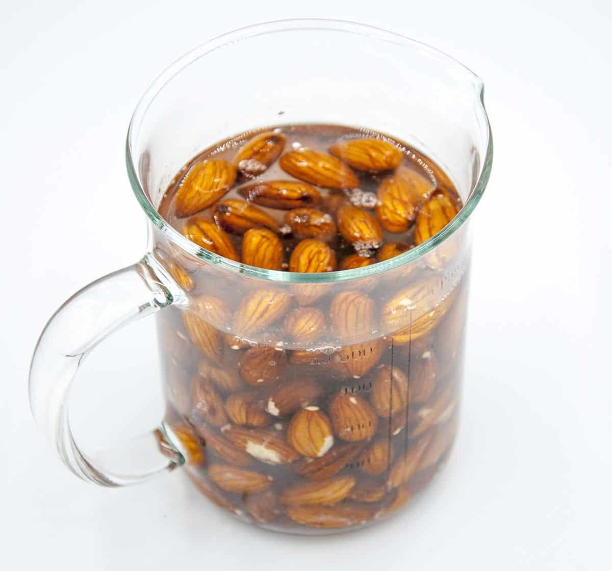 Ever wondered how to make your own almond milk? Believe me, it's easier than milking a cow! Diary free goodness in your own kitchen. And the kids can help too! | theyumyumclub.com