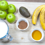 Granny Smith and cinnamon smoothie. The freshness of a green apple combined with spicy cinnamon. Thicken this with banana and avocado and you have a fantastic start to the day. Yum! | theyumyumclub.com