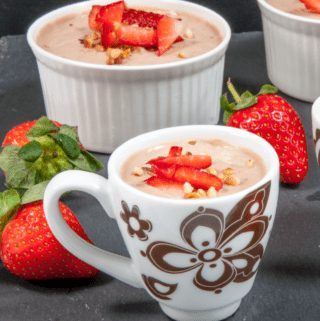 Greek yogurt chocolate hazelnut mousse is a delicious and healthy alternative to ice cream. Finish that dinner part without a guilty conscience! Yum! ????