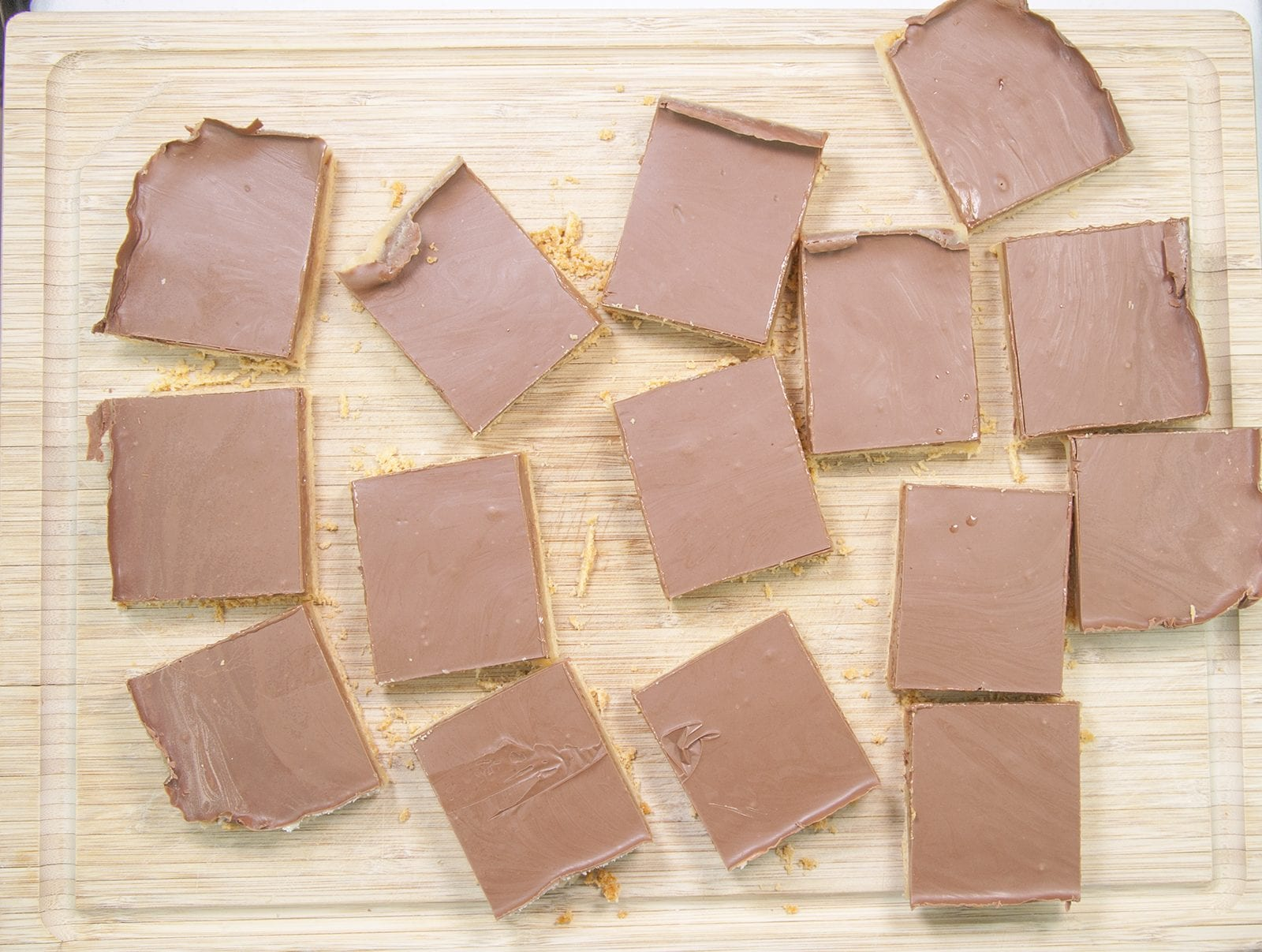 For those with a sweet tooth and a taste for luxury. Decadent Millionaire's Shortbread. A simple recipe that will have your friends begging for more. Yum!   theyumyumclub.com