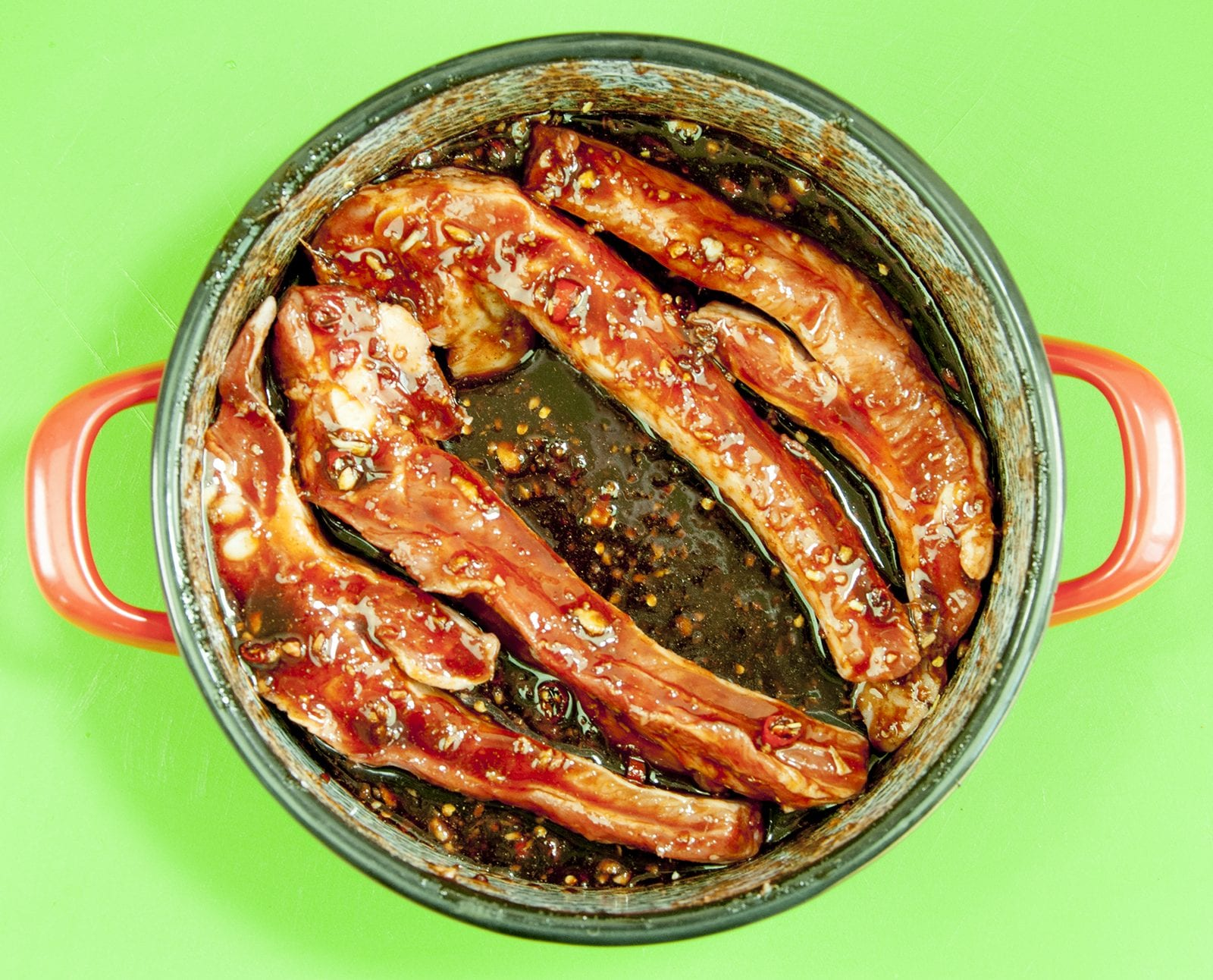 Smoother the ribs in the marinade. Chinese sticky hoisin chilli ribs. Perfect pork spare rib. Yum! Yum! | theyumyumclub.com
