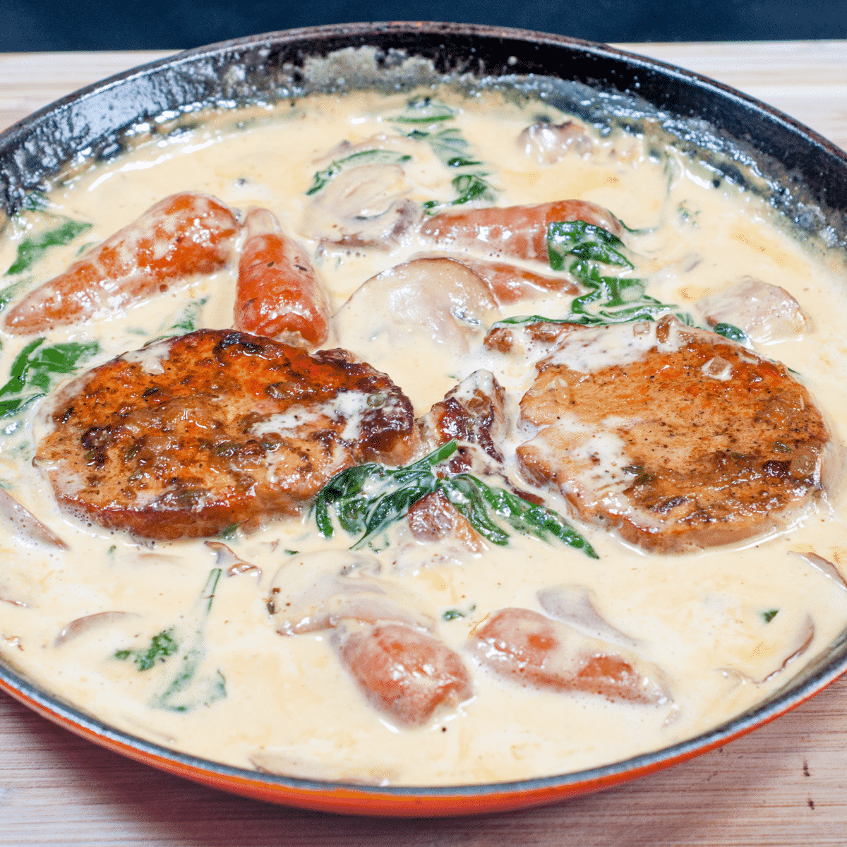Pork loin in brandy and cream | https://theyumyumclub.com/2019/05/01/pork-loin-brandy-cream/