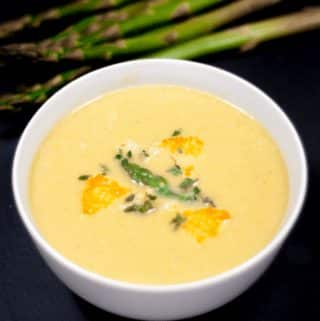 Asparagus Soup With Lemon & Parmesan | https://theyumyumclub.com/2019/06/15/asparagus-soup-lemon-parmesan/