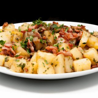 Classic Bavarian Potato Salad With Bacon | https://theyumyumclub.com/2019/06/24/bavarian-potato-salad-bacon/