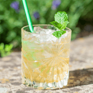 Marvelous Mint Julep Frappe | https://theyumyumclub.com/2019/07/03/marvellous-mint-julep-frappe/